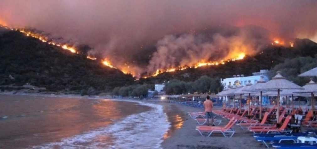 Власти Греции рассматривают версию о поджоге лесов
