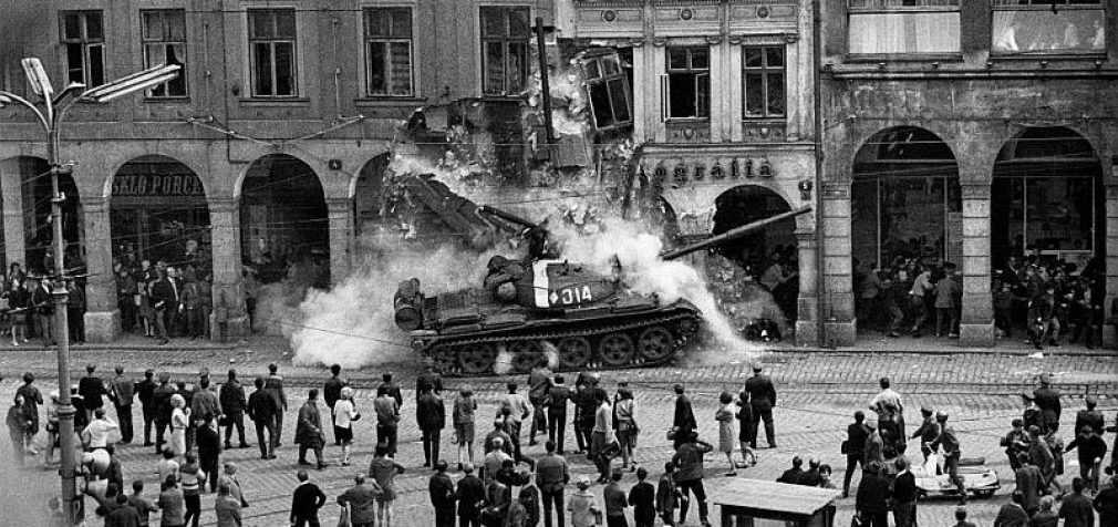 Больше половины россиян не знает о вводе войск СССР в Чехословакию в 1968 году — The Guardian