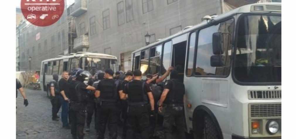 В Киеве неизвестные пытались захватить здание, 18 человек задержаны