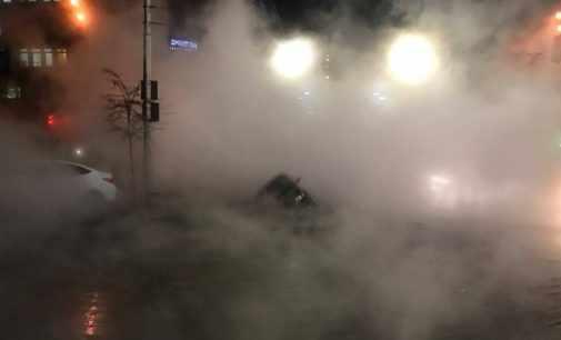 В центре Киева прорвало трубу с горячей водой: Видео
