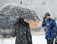 Синоптики предупреждают киевлян о мокром снеге и гололедице