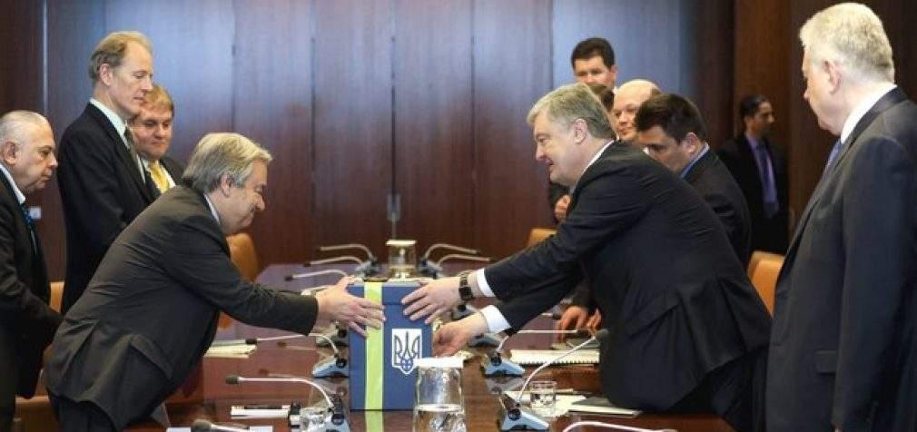 Порошенко обсудил с главой ООН Гутеррешем введение миротворцев на Донбасс и передал ему обращение от украинцев усилить давление на РФ