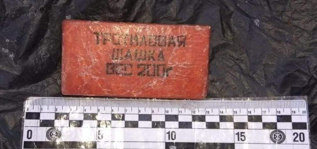 Правоохранители на Луганщине выявили оружие и боеприпасы, спрятанные задержанным ранее местным жителем. ФОТОрепортаж