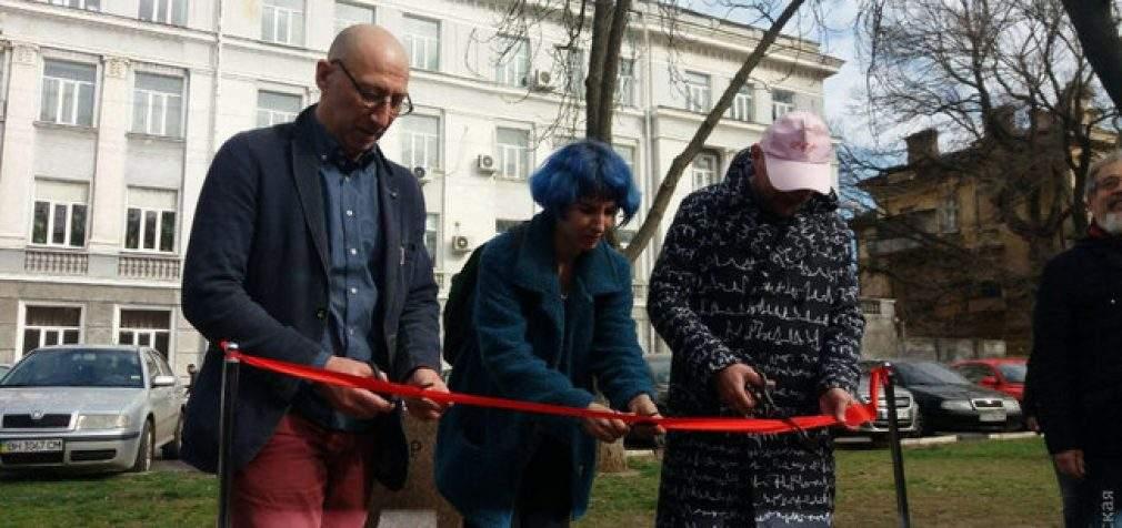 В Одессе открыли шуточные памятники Трампу и Ким Чен Ыну. ВИДЕО+ФОТОрепортаж
