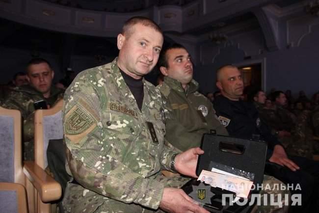 Добровольцы, которые несут службу в зоне проведения ООС, получили награды от руководства МВД и Нацполиции 10