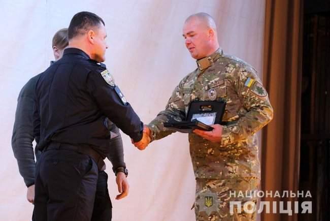 Добровольцы, которые несут службу в зоне проведения ООС, получили награды от руководства МВД и Нацполиции 04