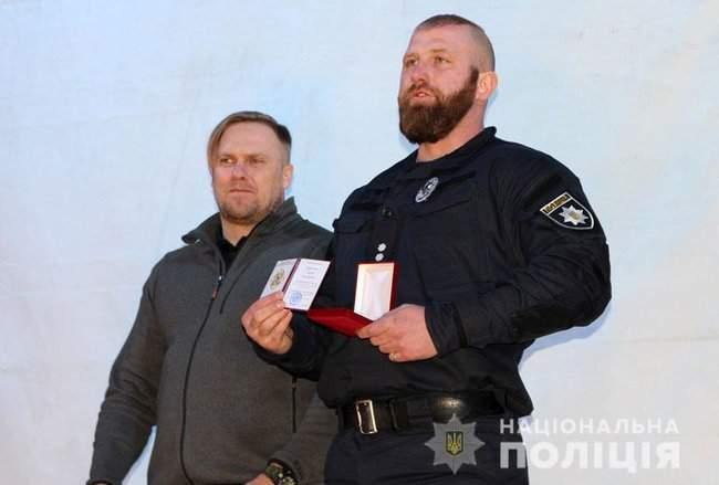 Добровольцы, которые несут службу в зоне проведения ООС, получили награды от руководства МВД и Нацполиции 02