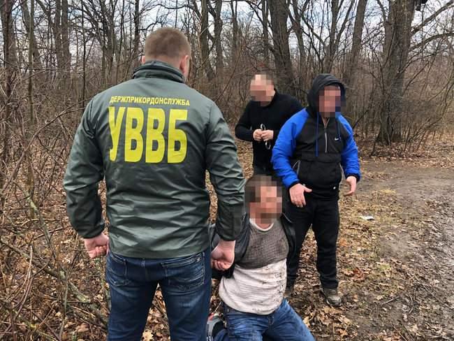 Двое жителей Одесчины предлагали пограничникам 400 долларов за перемещение через границу подакцизных товаров 02
