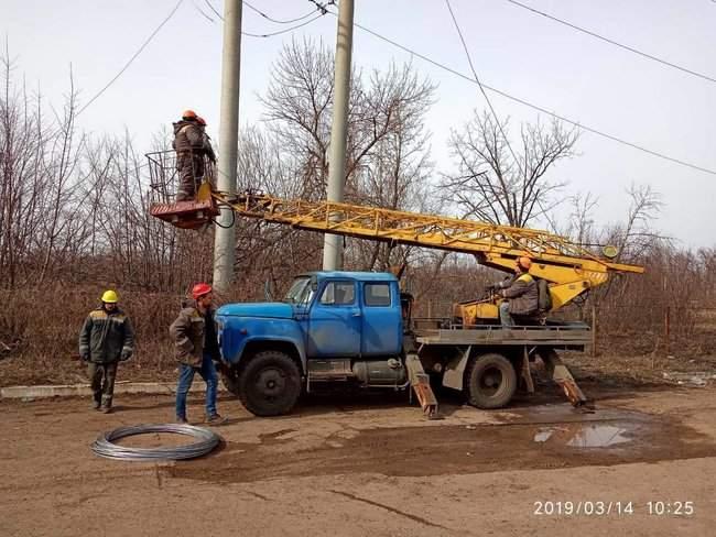 Оккупанты обстреляли Новолуганское, из-за чего ремонтникам пришлось остановить работы на линии электропередач, - пресс-центр ООС 07