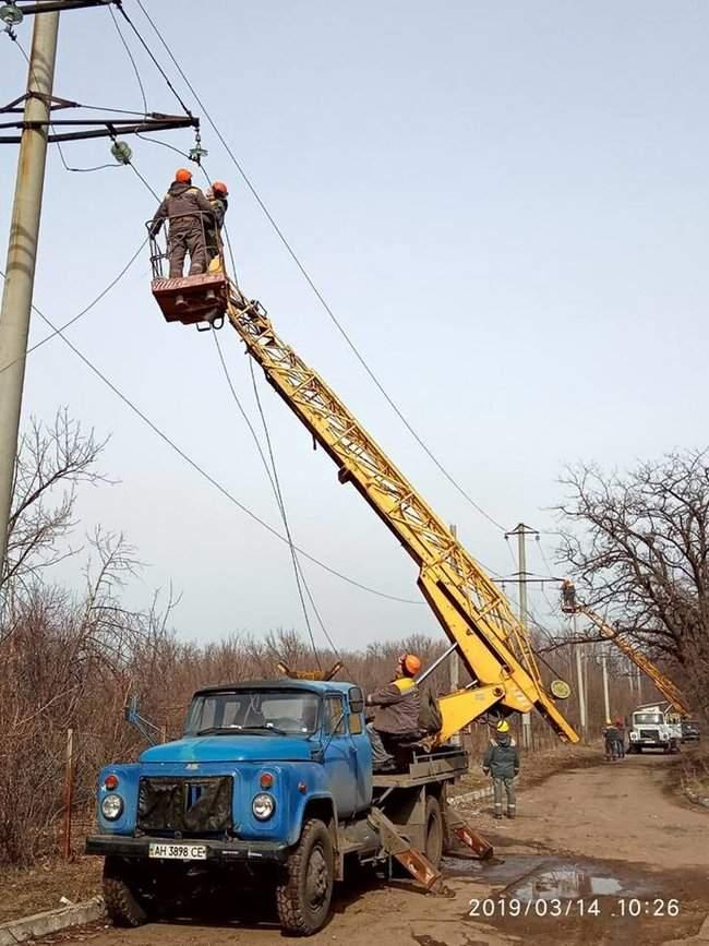 Оккупанты обстреляли Новолуганское, из-за чего ремонтникам пришлось остановить работы на линии электропередач, - пресс-центр ООС 02