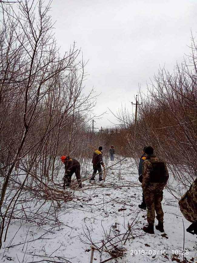 Оккупанты обстреляли Новолуганское, из-за чего ремонтникам пришлось остановить работы на линии электропередач, - пресс-центр ООС 04