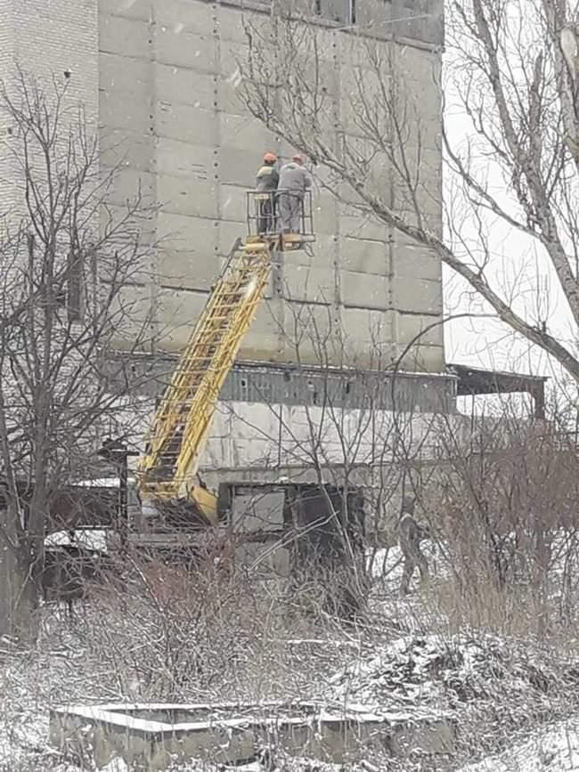 Оккупанты обстреляли Новолуганское, из-за чего ремонтникам пришлось остановить работы на линии электропередач, - пресс-центр ООС 05