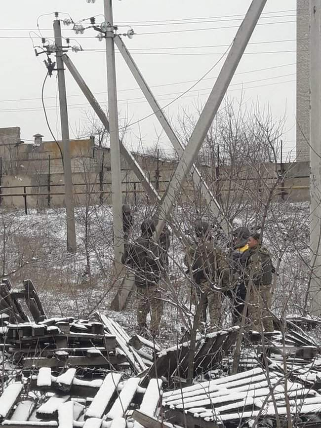 Оккупанты обстреляли Новолуганское, из-за чего ремонтникам пришлось остановить работы на линии электропередач, - пресс-центр ООС 06