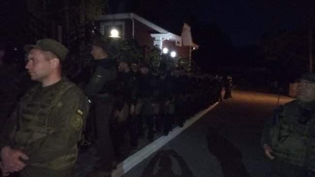 Активисты инициативы Хто замовив Катю Гандзюк? провели акцию у дома генпрокурора Луценко 01