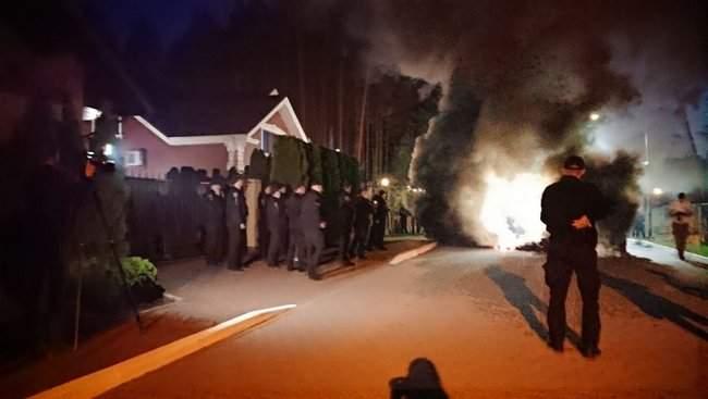 Активисты инициативы Хто замовив Катю Гандзюк? провели акцию у дома генпрокурора Луценко 04