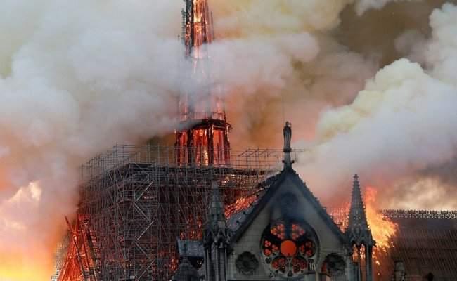 Собор Парижской Богоматери, возможно, не удастся потушить, - МВД Франции 09