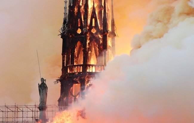 Собор Парижской Богоматери, возможно, не удастся потушить, - МВД Франции 03