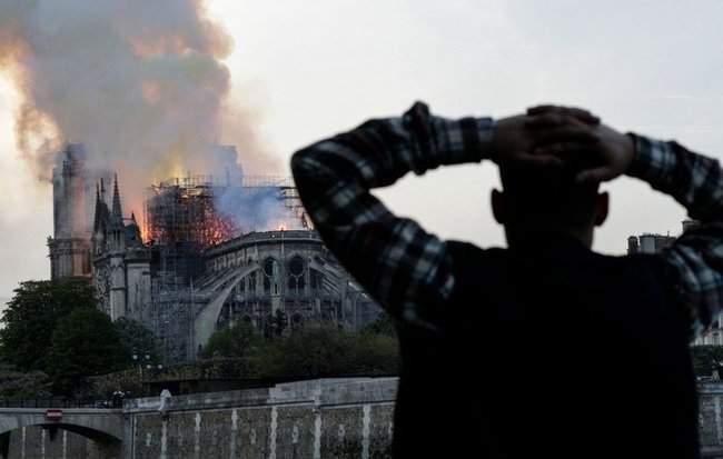 Собор Парижской Богоматери, возможно, не удастся потушить, - МВД Франции 07