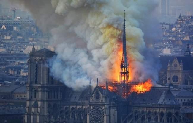 Собор Парижской Богоматери, возможно, не удастся потушить, - МВД Франции 14