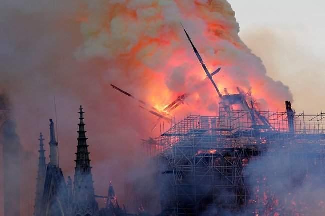 Собор Парижской Богоматери, возможно, не удастся потушить, - МВД Франции 10