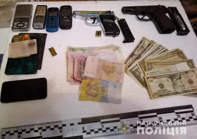 Наркотики на полмиллиона гривен изъяты полицейскими в Херсоне 02