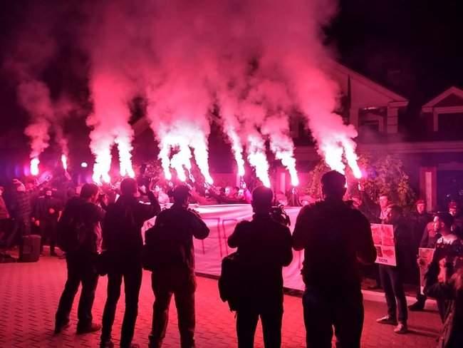 Активисты инициативы Хто замовив Катю Гандзюк? провели акцию у дома генпрокурора Луценко 05