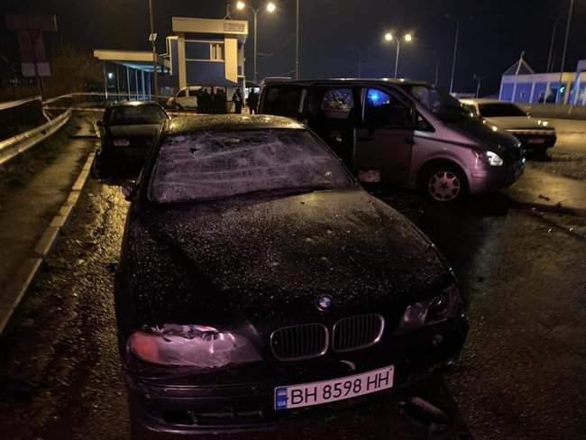 На пункте весового контроля на трассе Одесса-Киев произошел вооруженный конфликт, есть раненые 06