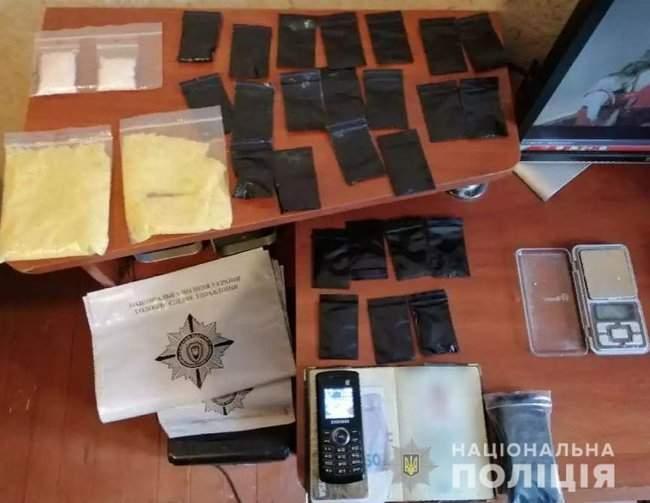 Наркотики на полмиллиона гривен изъяты полицейскими в Херсоне 01