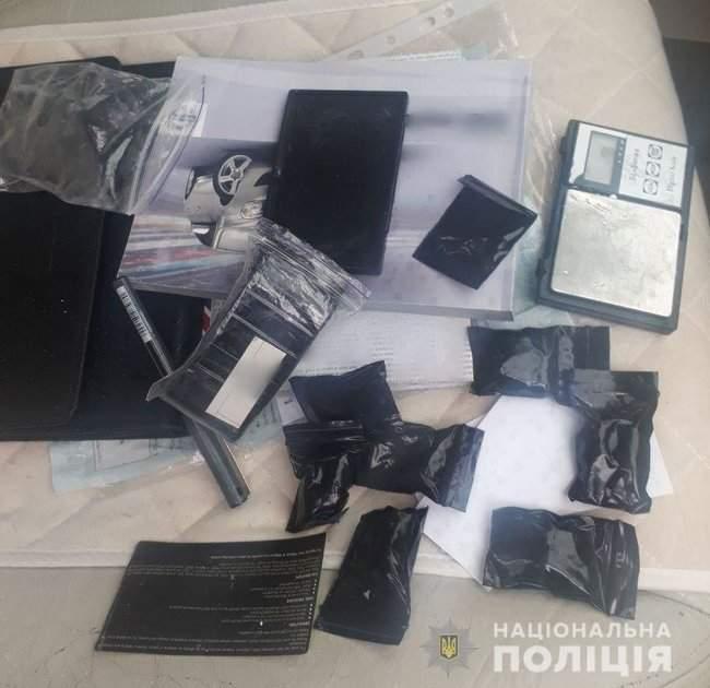 Наркотики на полмиллиона гривен изъяты полицейскими в Херсоне 04