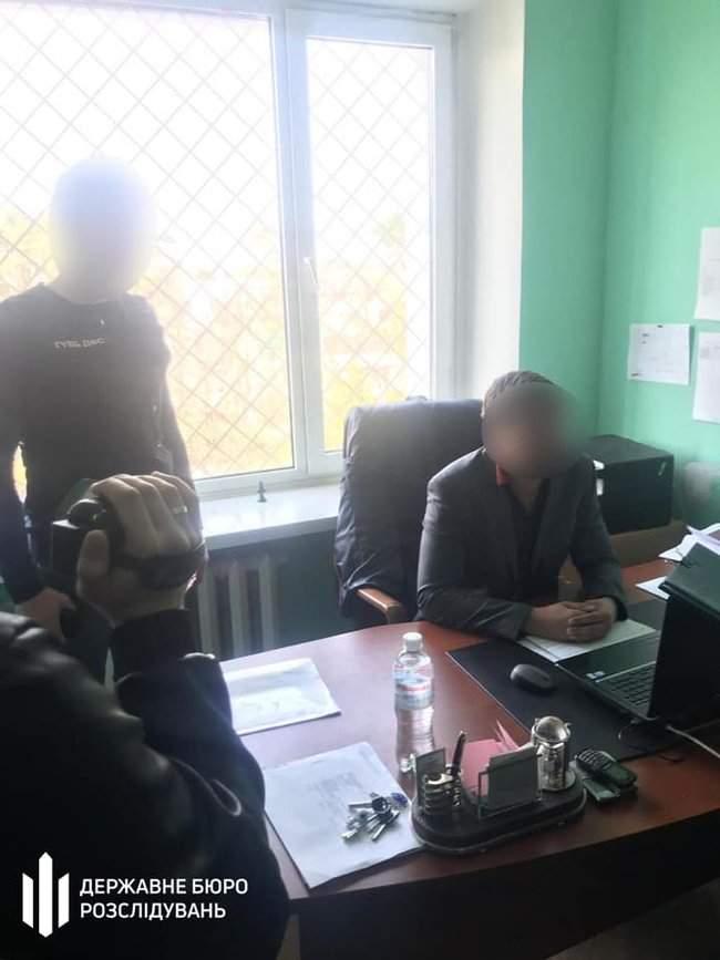 Чиновник ГФС задержан в Ирпене при получении 15 тыс. грн взятки за реструктуризацию налогового долга, - ГБР 01