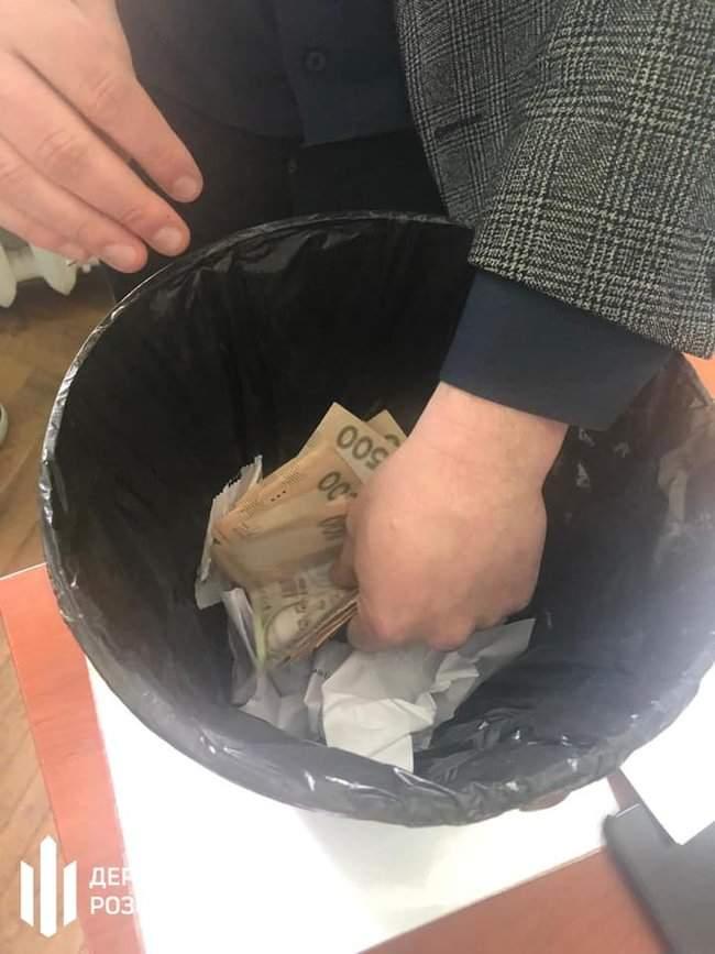 Чиновник ГФС задержан в Ирпене при получении 15 тыс. грн взятки за реструктуризацию налогового долга, - ГБР 02