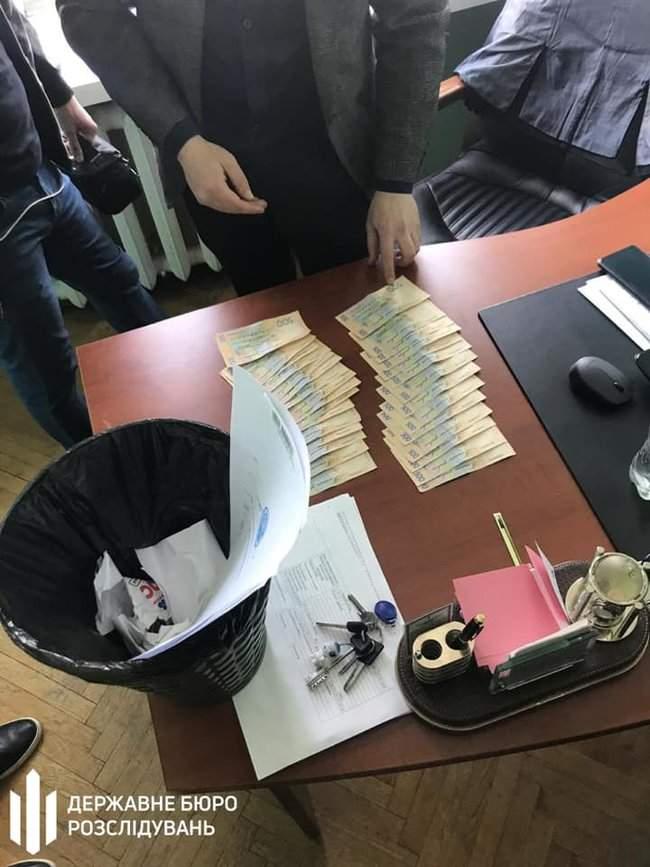 Чиновник ГФС задержан в Ирпене при получении 15 тыс. грн взятки за реструктуризацию налогового долга, - ГБР 03