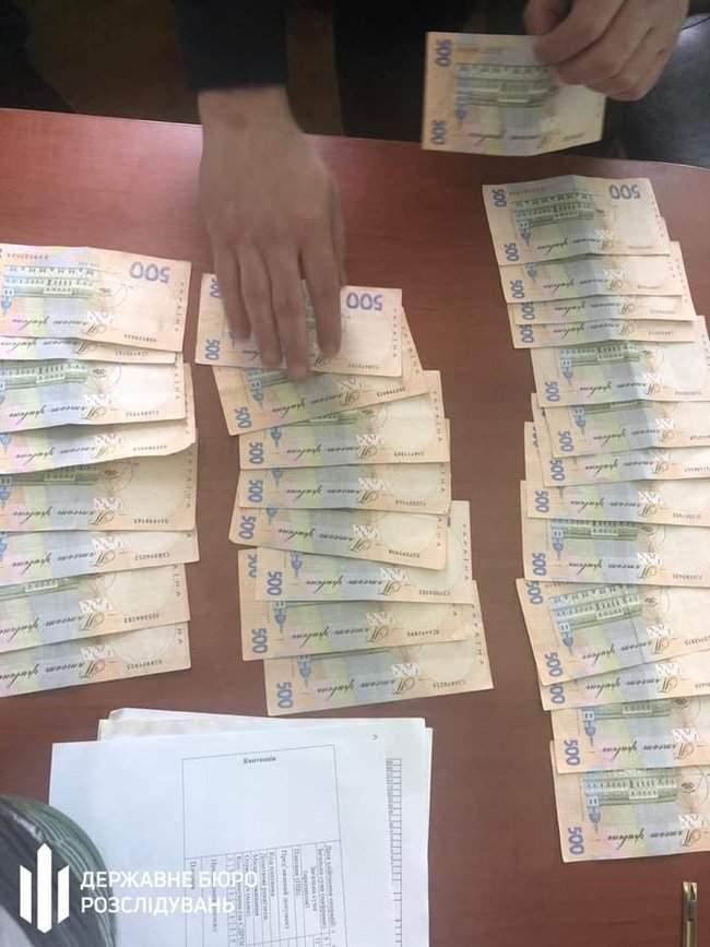 Чиновник ГФС задержан в Ирпене при получении 15 тыс. грн взятки за реструктуризацию налогового долга, - ГБР 04