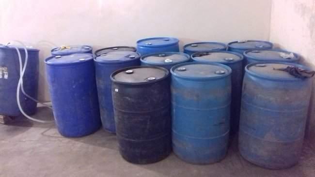Налоговики ликвидировали на Сумщине подпольный цех по изготовлению фальсификата, в котором ежемесячно перерабатывалось 30 тыс. литров спирта 03