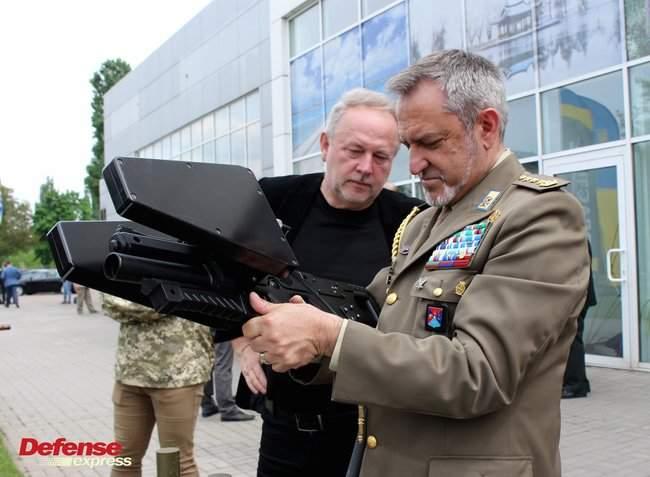 Танковая пушка, 120-мм миномет Бучарда, РЛС, антидроновские винтовки и цифровой солдат: в Броварах представили новые образцы от украинских частных оборонных компаний 05