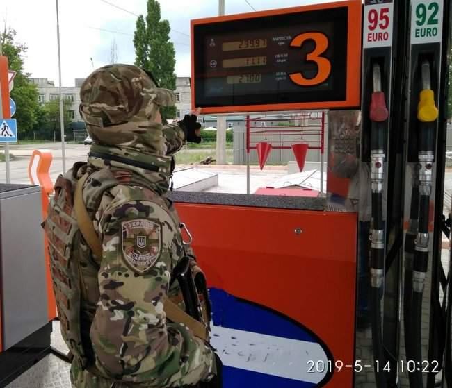 Налоговики ликвидировали нелегальное производство горючего на Луганщине 05