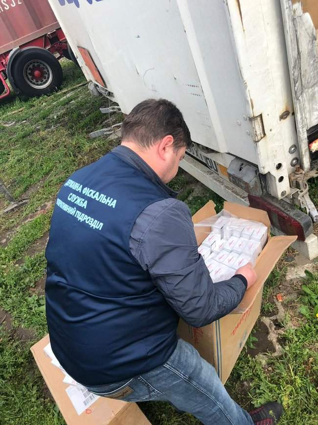 Налоговики изъяли у жителя Одесчины контрабандных сигарет иностранного производства на 22 млн грн 03