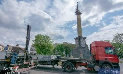 Кам'янський міський голова перевірив хід реконструкції скверу по проспекту Свободи