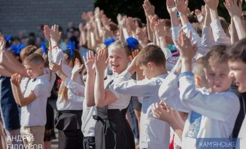 Міський голова Кам'янського привітав випускників школи № 22 з останнім дзвоником