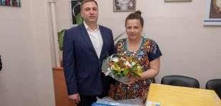 Кам'янчанку, яка народила дитину в День матері, привітала влада міста
