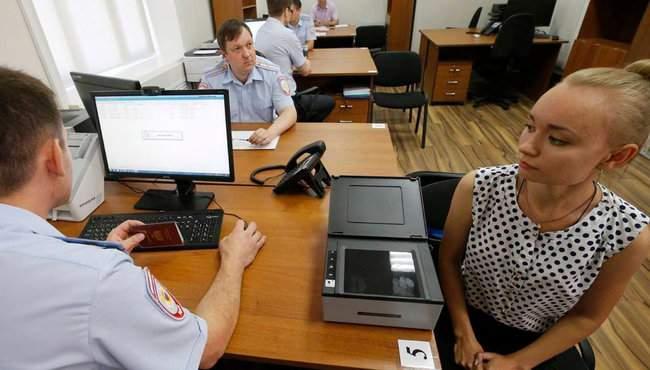 Дактилоскопия и принятие присяги на верность РФ: 64 жителя ОРДЛО получили российские паспорта по упрощенной программе Путина 03