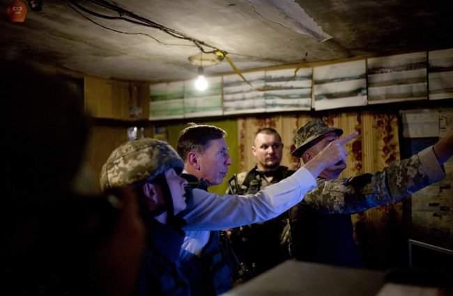 Меня очень поразил профессионализм украинских сил, - генерал США Петреус посетил район проведения ООС 04