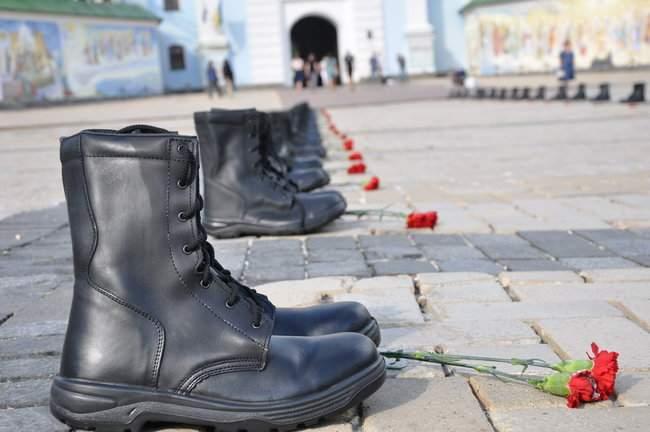 49 пар берцев: в Киеве почтили память воинов, погибших 5 лет назад при крушении ИЛ-76 01