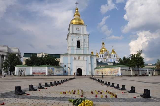 49 пар берцев: в Киеве почтили память воинов, погибших 5 лет назад при крушении ИЛ-76 02