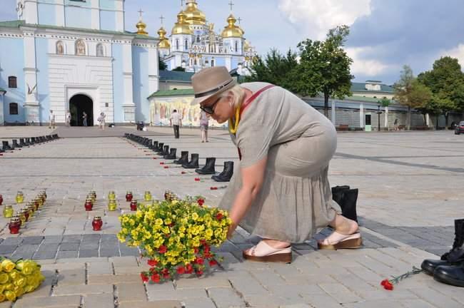 49 пар берцев: в Киеве почтили память воинов, погибших 5 лет назад при крушении ИЛ-76 04