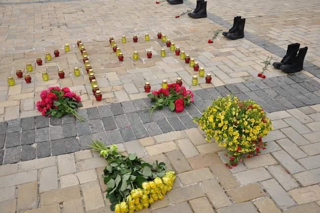 49 пар берцев: в Киеве почтили память воинов, погибших 5 лет назад при крушении ИЛ-76 06
