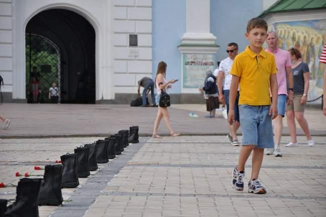 49 пар берцев: в Киеве почтили память воинов, погибших 5 лет назад при крушении ИЛ-76 15