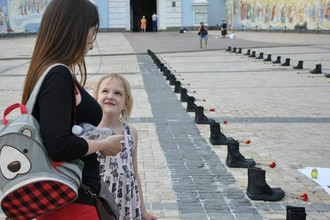 49 пар берцев: в Киеве почтили память воинов, погибших 5 лет назад при крушении ИЛ-76 18