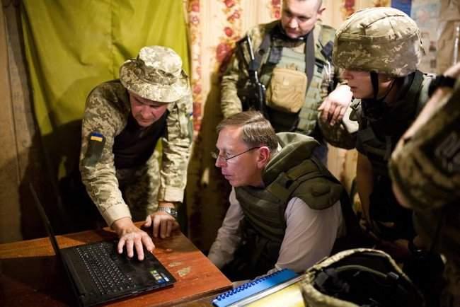 Меня очень поразил профессионализм украинских сил, - генерал США Петреус посетил район проведения ООС 02