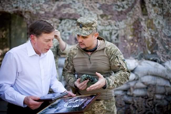 Меня очень поразил профессионализм украинских сил, - генерал США Петреус посетил район проведения ООС 03